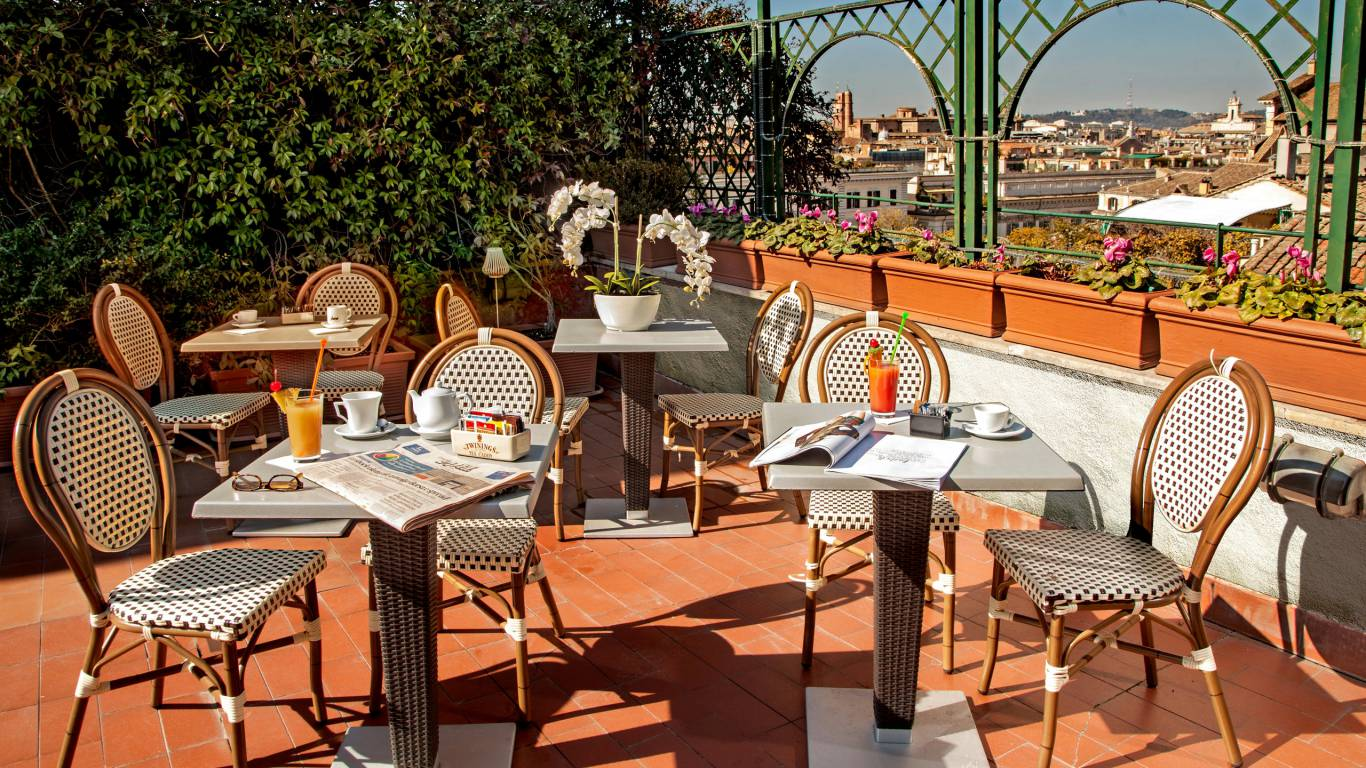 Hotel-Cosmopolita-Roma-terrace1