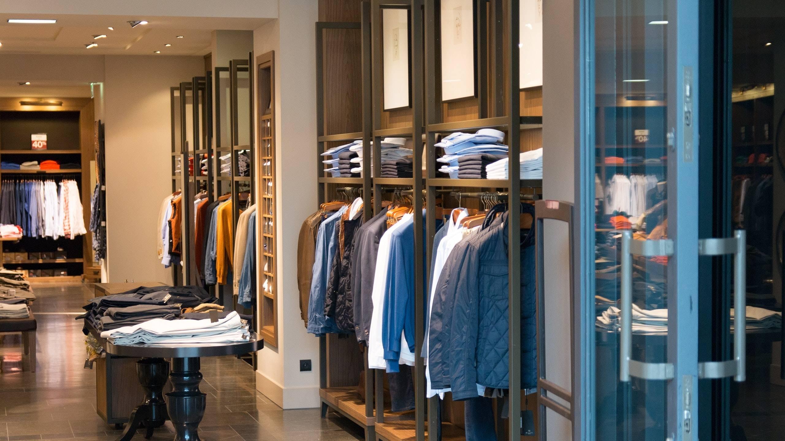 Artigianato e accessori a Roma  dove acquistarli. Se questi sono gli  indirizzi imperdibili per quanto riguarda l acquisto di abbigliamento e di  gioielleria 98b4069d826
