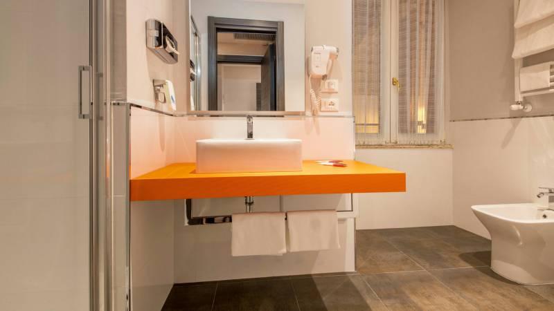 Hotel-Cosmopolita-Rome-Bathroom3