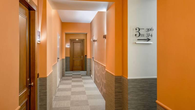 Hotel-Cosmopolita-Roma-corridor