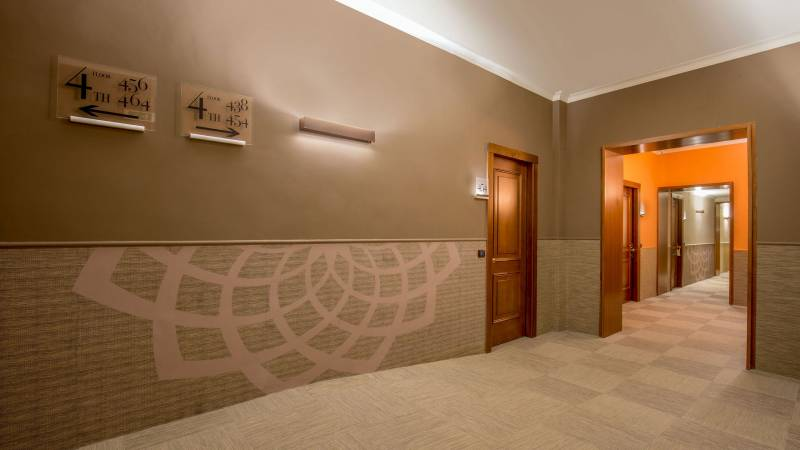 Hotel-Cosmopolita-Rome-Corridor4